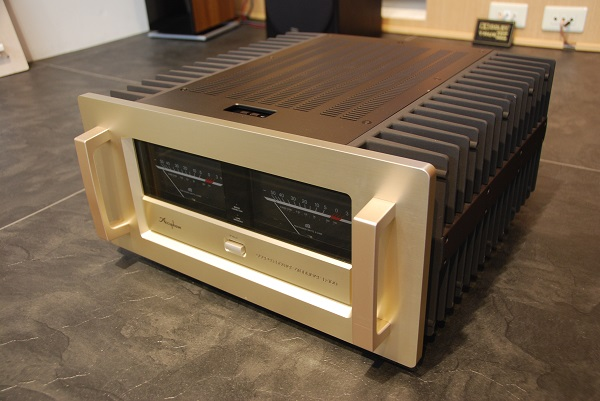 Accuphase アキュフェーズ P-700 パワーアンプ中古品